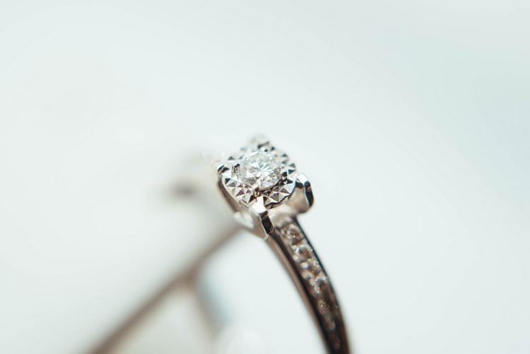Berikan Kejutan Sang Kekasih dengan Salah Satu dari 15 Mas Kawin Unik nan Romantis Ini!