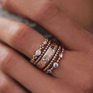 merawat perhiasan